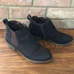 Women's brown zip boots